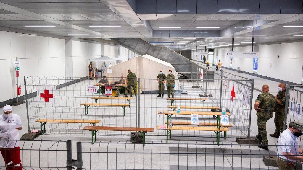 Zona de pruebas de coronavirus en la estación central de Berlín