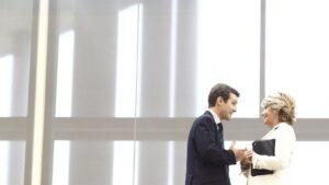 Pablo Casado, Vicesecretario general de Comunicación del Partido Popular, y Esperanza Aguirre, expresidenta de la Comunidad de Madrid, en la Asamblea de Madrid