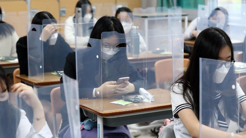 Vuelta a las clases en Corea del Sur con medidas de prevención