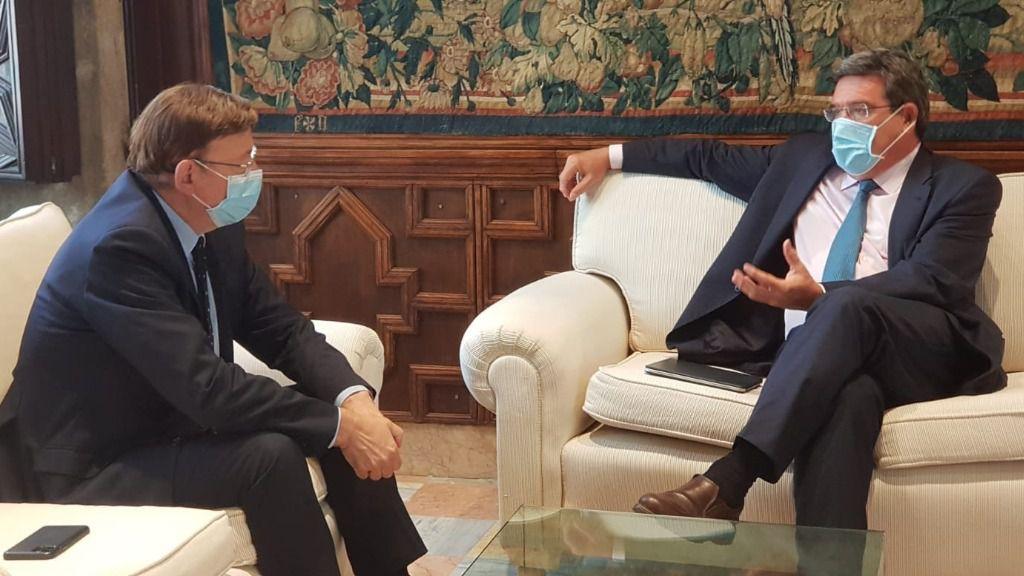 El miniEl ministro de Inclusión, Seguridad Social y Migraciones, José Luis Escrivá, junto al presidente de la Generalitat valenciana, Ximo Puigstro de