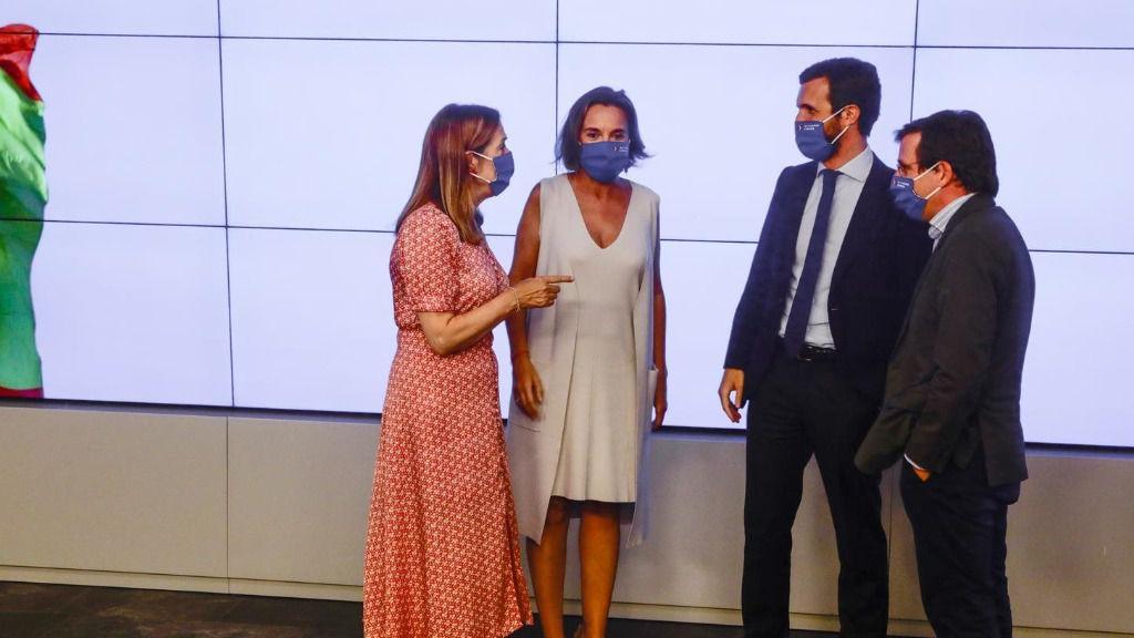 Pablo Casado con Ana Pastor, Cuca Gamarra y José Luis Martínez-Almeida en la reunión de la Junta Directiva Nacional del Partido Popular de 2020.