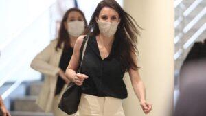 La ministra de Igualdad, Irene Montero, protegida con mascarilla a su llegada a la comparecencia en Comisión de su departamento, en Madrid (España)
