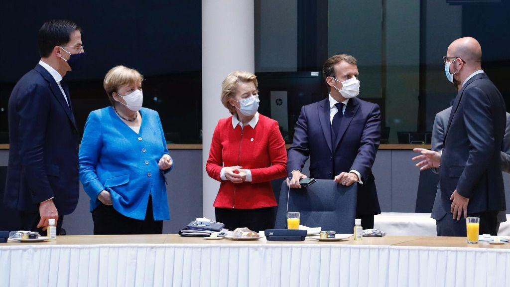 Rutte, Merkel, Von der Leyen, Macron y Michel en Bruselas