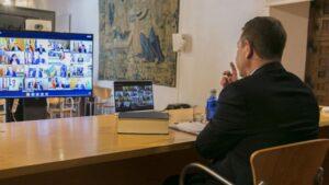 El presidente de C-LM, Emiliano García-Page, en videoconferencia con presidentes autonómicos