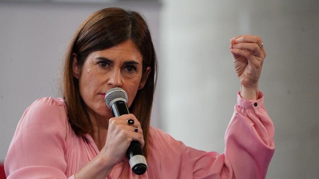 La candidata a lehendakari de Elkarrekin Podemos, Miren Gorrotxategi, durante su intervención en un acto de campaña del partido en el Palacio Euskalduna de Bilbao