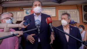 El portavoz adjunto del Grupo Parlamentario Socialista de la Asamblea de Madrid, José Cepeda, informa sobre el desarrollo de la pandemia en el Centro de Salud de Abrantes, en Madrid