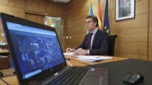El presidente de la Xunta, Alberto Núñez Feijóo, se reúne por videoconferencia con el presidente del Gobierno, Pedro Sánchez, y el resto de titulares autonómicos