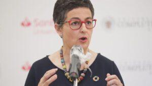 La ministra de Asuntos Exteriores y Cooperación, Arancha González Laya, interviene durante la tercera jornada de la XXXIII Edición de los Cursos de Verano en San Lorenzo de El Escorial, Madrid