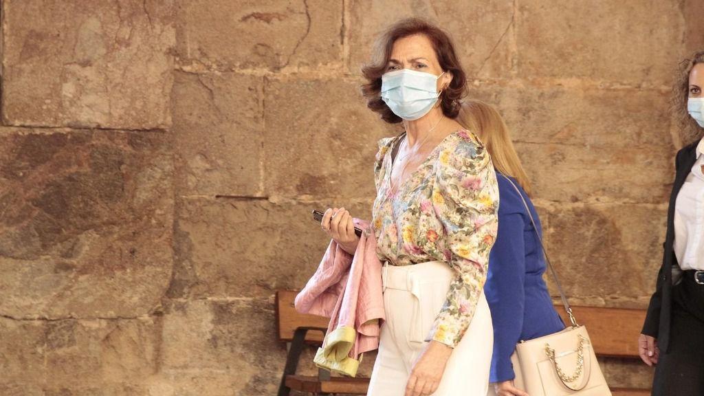 La vicepresidenta primera del Gobierno, Carmen Calvo, sale del Refectorio Mayor del Monasterio de Yuso tras la XXI Conferencia de Presidentes en San Millán de la Cogolla, La Rioja (España)