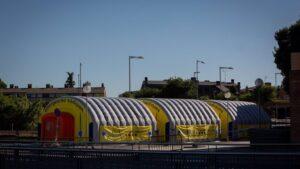 Hospital de campaña para atender a enfermos de coronavirus junto al Hospital Universitario Arnau de Vilanova de Lleida, capital de la comarca del Segrià, en Lleida,