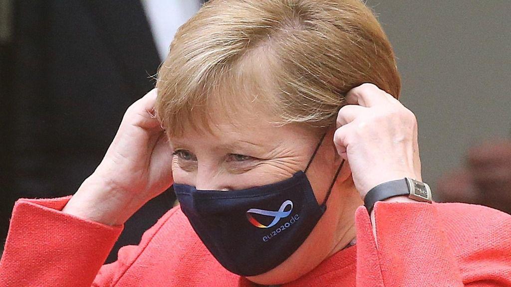 Angela Merkel con mascarilla