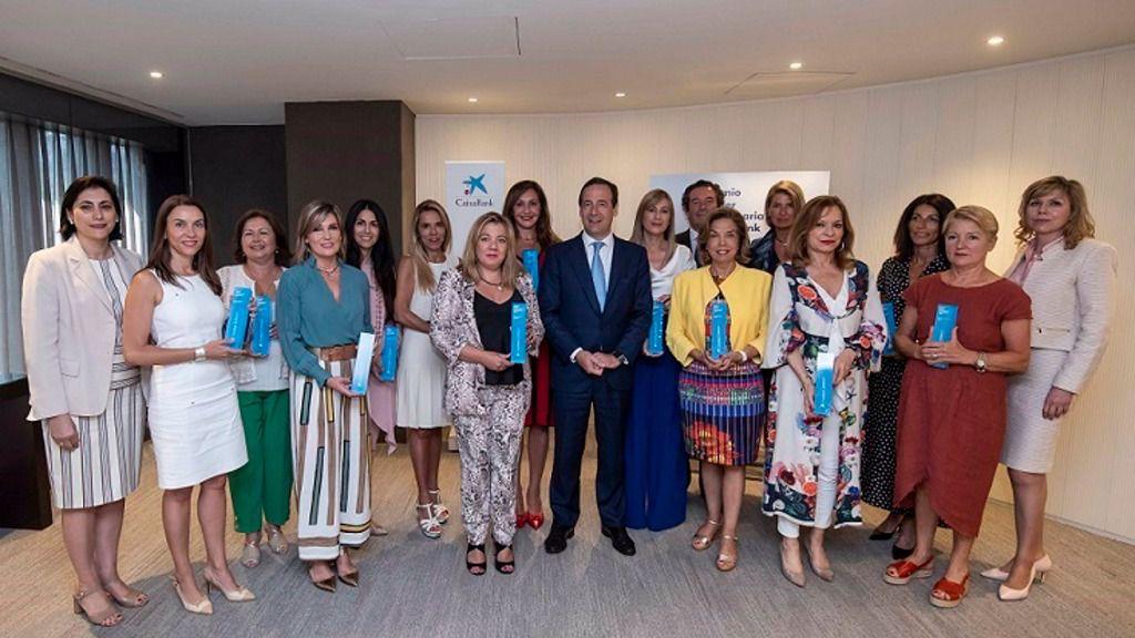 El consejero delegado de CaixaBank Gonzalo Gortázar, y las ganadoras territoriales de los Premios Mujer Empresaria CaixaBank 2019.
