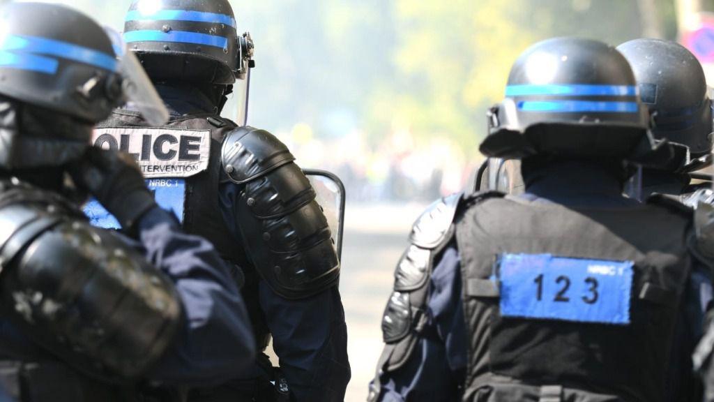 Policías antidisturbios durante una manifestación de los 'chalecos amarillos' en París