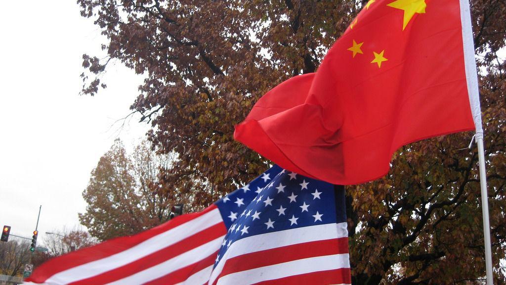Banderas de China y EEUU