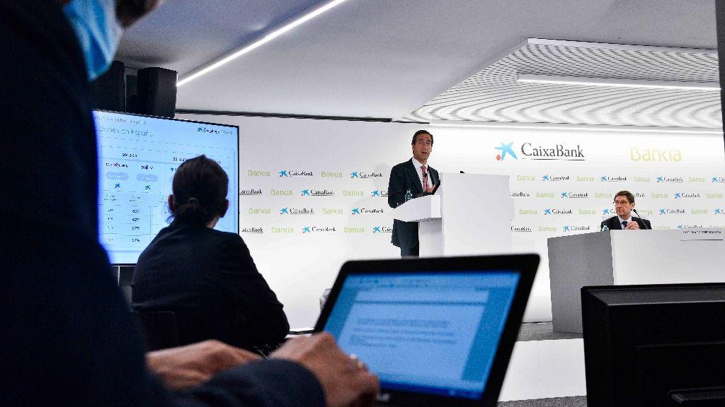 Rueda de prensa presentación de la fusión de CaixaBank y Bankia. José Ignacio Goirigolzarri y Gonzalo Gortázar