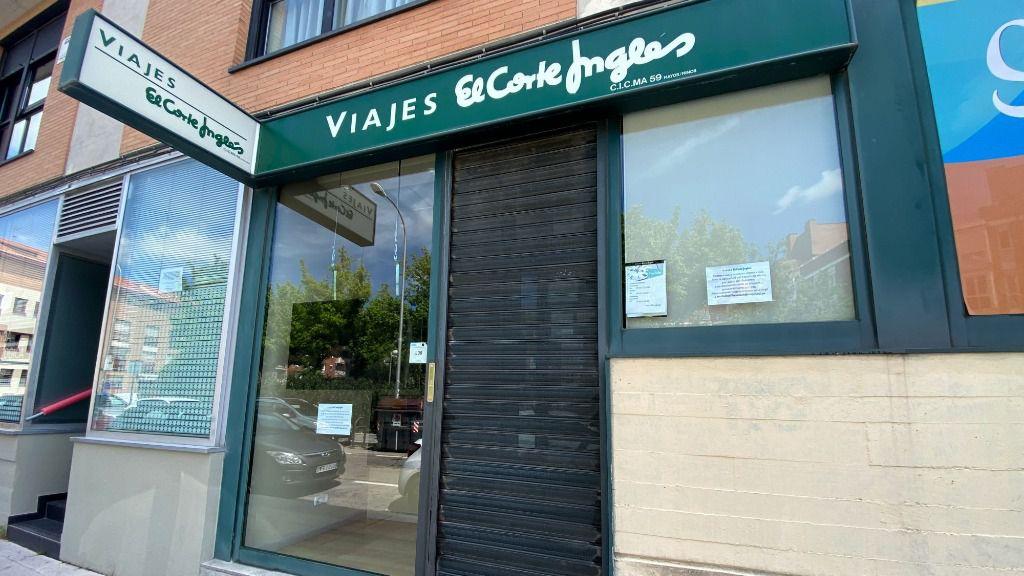 Entrada cerrada temporalmente de un local de Viajes El Corte Inglés