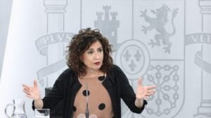 La ministra portavoz y de Hacienda, María Jesús Montero, durante su comparecencia en rueda de prensa posterior al Consejo de Ministros celebrado en Moncloa, Madrid (España), a 30 de junio de 2020