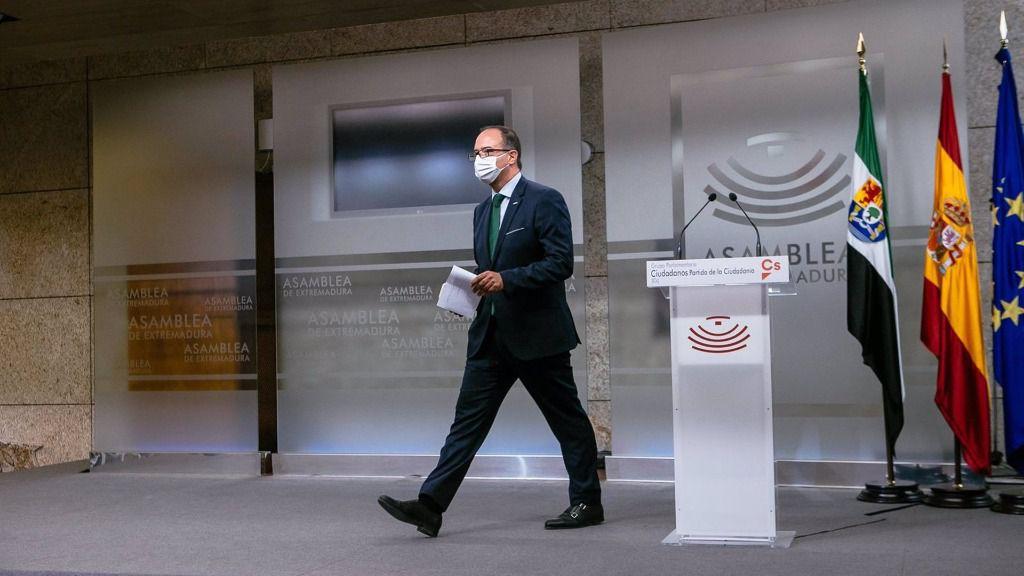 El presidente de Cs Extremadura, Cayetano Polo, tras la rueda de prensa en la que anuncia que abandona la política