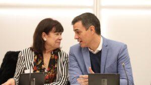 La presidenta del PSOE, Cristina Narbona y el presidente del Gobirerno y secretario general del PSOE, Pedro Sánchez