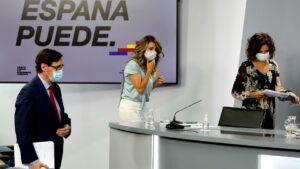 El ministro de Sanidad, Salvador Illa; la ministra de Trabajo y Economía Social, Yolanda Díaz; y la ministra de Hacienda y Portavoz, María Jesús Montero