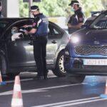 Agentes de la Policía Municipal de Madrid realizan controles de movilidad en el distrito de Puente de Vallecas