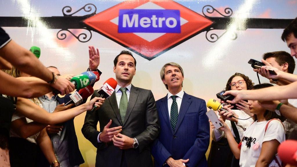 Ángel Garrido, consejero de Transportes, junto a Ignacio Aguado, vicepresidente de la Comunidad de Madrid