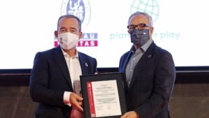 El presidente del COE, Alejandro Blanco, recibe la certificación como primer organismo deportivo del mundo alineado con los criterios de los ODS