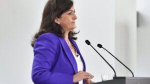 La presidenta del Gobierno de La Rioja, Concha Andreu, en la comparecencia de prensa de Riojafórum donde ha anunciado medidas restrictivas de movilidad en la región