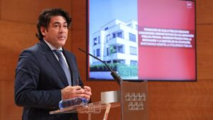 El consejero de Vivienda y Administración Local de la Comunidad de Madrid, David Pérez, comparece en rueda de prensa posterior al Consejo de Gobierno de la Comunidad de Madrid, en Madrid (España), a 7 de octubre de 2020.