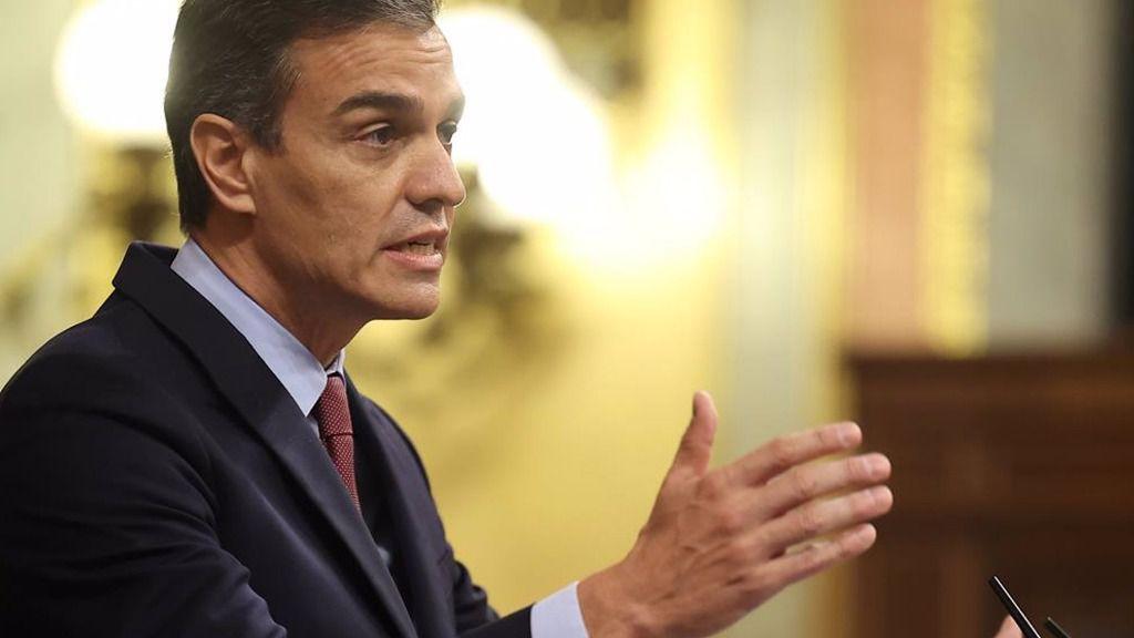 El presidente del Gobierno, Pedro Sánchez, en la tribuna del Congreso de los Diputados durante el pleno en el que se debate la moción de censura planteada por Vox.