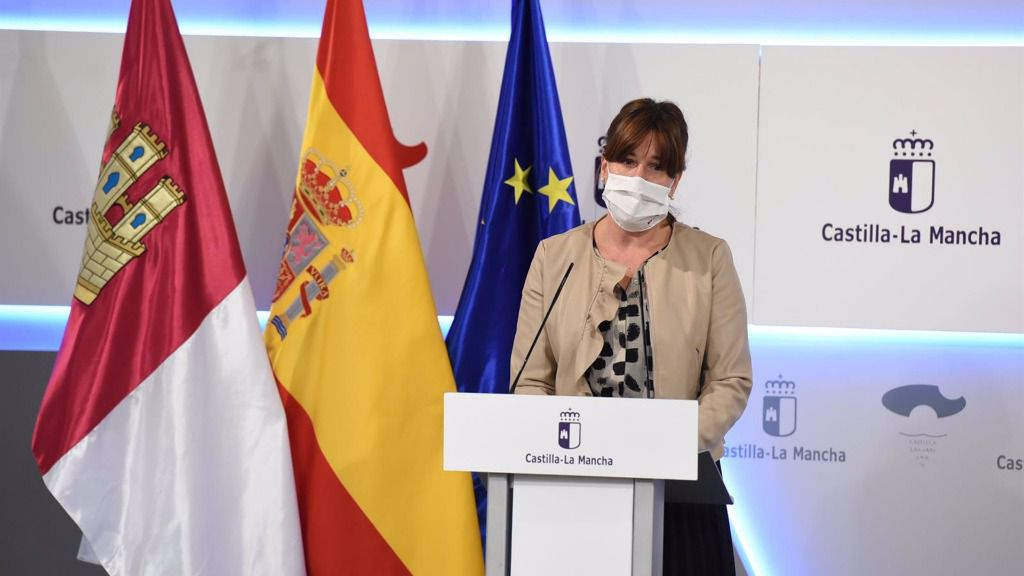 La portavoz del Ejecutivo de C-LM, Blanca Fernández, en rueda de prensa.