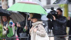 Rosalía Iglesias, la mujer de Luis Bárcenas, llega a la Audiencia Nacional para saber si tiene que ingresar ya en prisión por Gürtel