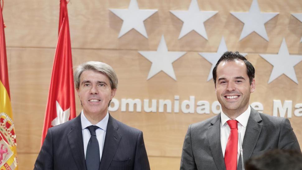 El vicepresidente de la Comunidad de Madrid, Ignacio Aguado, y el consejero de Transportes, Ángel Garrido.