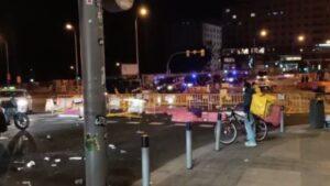 Policía Nacional en plaza de España tras cortar los manifestantes la zona con vallas
