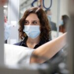 """""""Nos conduce a su fin"""": las 'mejoras' de Ayuso para Atención Primaria indignan a los sanitarios"""