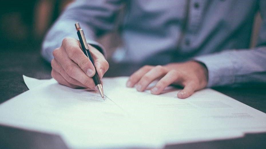 Firma de documentos, hipoteca.