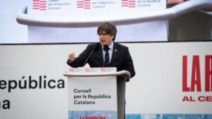 El expresidente de la Generalitat de Cataluña Carles Puigdemont interviene en el acto del Consell de la República en Perpiñán (Francia)