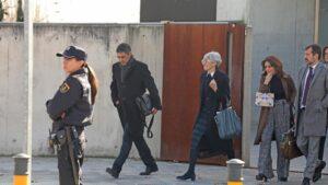 El mayor de los Mossos d'Esquadra, Josep Lluís Trapero, y su abogada, Olga Tubau, a su salida de la Audiencia Naciona