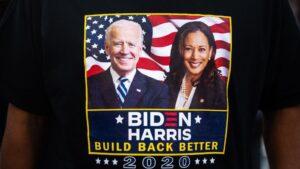 Una camiseta de la campaña de Joe Biden y Kamala Harris