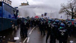 Manifestación contra las restricciones en Berlín impuestas por la pandemia de la COVID-19