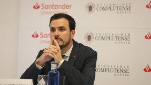 El ministro de Consumo, Alberto Garzón, participa en la ponencia 'Cambio de paradigma del consumo en el contexto post-Covid y en el Horizonte 2030' durante la primera jornada de la XXXIII Edición de los Cursos de Verano en San Lorenzo de El Esco
