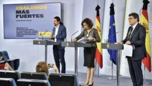 Pablo Iglesias, María Jesús Montero y José Luis Escrivá en la rueda de prensa del Consejo de Ministros