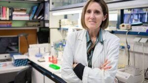 Isabel Sola en su laboratorio en febrero de 2020, antes de que se declarase la pandemia