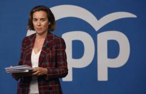 La vicesecretaria de Política Social del PP, Cuca Gamarra, momentos antes de ofrecer una rueda de prensa en la sede nacional del partido