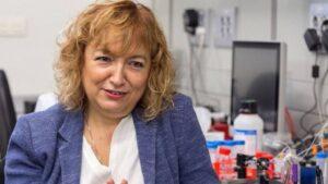 La investigadora del CSIC Laura Lechuga, en su laboratorio