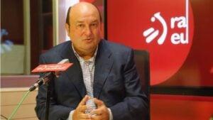 El presidente del PNV, Andoni Ortuzar, en una entrevista radiofónica