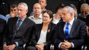 El primer ministro de Israel, Benjamin Netanyahu junto al líder del opositor Azul y Blanco, Benjamin Gantz