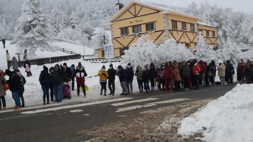 El Servicio de Rescate e Intervención en Montaña (SEREIM), la Cruz Roja y la Guardia Civil de Tráfico