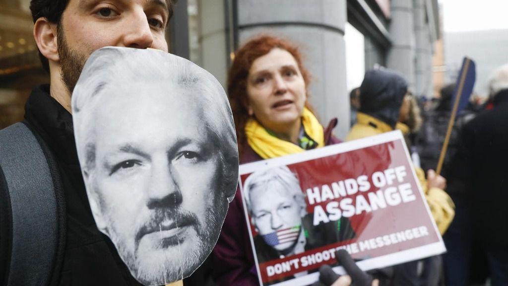 Manifestación en Bruselas a favor de la liberación del fundador de Wikileaks, Julian Assange