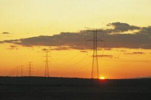 Recurso de electricidad, postes eléctricos